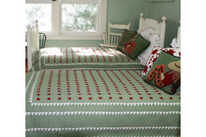 """Mini Star"" in Red-Sage-White Twin Quilt 64"" x 85"""