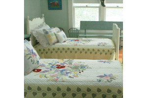 """Summertime"" in White-Butter Twin Quilt 64"" x 85"""