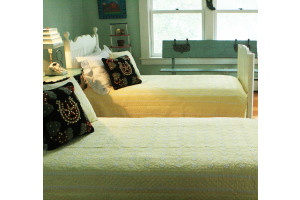"""Mini Star"" in Butter-White Twin Quilt 64"" x 85"""