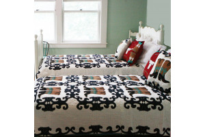 """Big Boots"" in White-Navy Without Rivets Twin Quilt 64"" x 85"""
