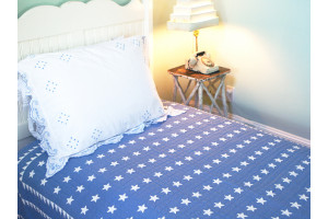 """Mini Star"" in Cornflower-White Twin Quilt 64"" x 85"""