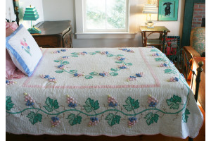 """Grape Cluster"" Pastel Queen Quilt 85"" x 95"""