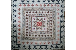 Antique Center Medallion circa 1850 Beige flower with leaves inside running along outside of quilt