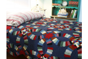 """""""Double Wedding Ring"""" in Lake Twin Quilt 64"""" x 85"""""""