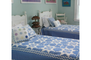 """Feathered Star"" in Cornflower-White Twin Quilt 64"" x 85"""
