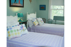 """Mini Star"" in Lavender-White Twin Quilt 64"" x 85"""